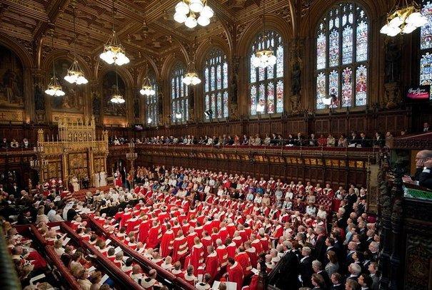 97268_la-chambre-des-lords-lors-du-discours-du-trone-de-la-reine-elizabeth-ii-le-25-mai-2011